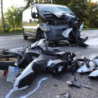 08-09-2016_B32_Rotheidlen_Gruenkraut_Unfall_Pkw_Lkw-Motorrad_Polizei_Poeppel_0005