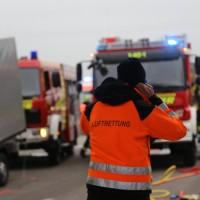 20161114_A7_Dietmannsried_Leubas_Kleinlaster_Sattelzug_Unfall_Feuerwehr_Poeppel_new-facts-eu_054