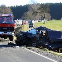 20161206_B465_Bad-Wurzach_Unterschwarzach_Unfall_Frontal_eingeklemmt_Transporter_Pkw_Feuerwehr_Poeppel_new-facts-eu_009