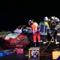 20161208_A96_Leutkirch_Altmannskofen_Geisterfahrer_Unfall_Feuerwehr_Poeppel_new-facts-eu_002