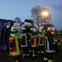 20161208_Unterallgaeu_Wolfertschwenden_Lkw-Unfall_Zementsilo_Feuerwehr_Poeppel_new-facts-eu_021