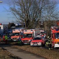 20161214_Memmingen_Unfall_Pkw_Lkw_Feuerwehr_Poeppel_0047