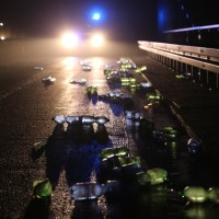 20161221_A96_Aitrach_Aichstetten_Lkw-Unfall_Ladung_Polizei_Poeppel_0033
