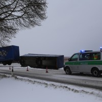 20170104_B16_Kaufbeuren_Mindelheim_Helchenried_Lkw_Unfall_Sturm_Poeppel_0005
