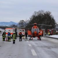20170107_A7_Leubas_Pkw-Unfall_Baum_Schwerverletzte_Feuerwehr_Poeppel_0001