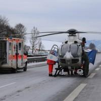 20170107_A7_Leubas_Pkw-Unfall_Baum_Schwerverletzte_Feuerwehr_Poeppel_0012