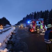 20170118_A980_B12_Waltenhofen_Unfall_Sattelzug_Lkw_Pkw_Brand_Feuerwehr_Poeppel_0001