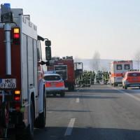 20170122_A96_Erkheim_Holzguenz_Unfall_Pkw_Transporter_Ladung_Feuerwehr_Poeppe_002