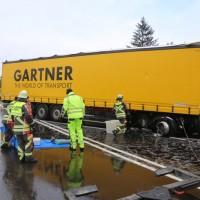 20170307_B17_Landsberg_Lkw-Unfall_Feuerwehr_Poeppel_0010