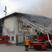20170617_Ravensburg_Leutkirch_Brand_Lagerhalle_Feuerwehr_Poeppel_0003