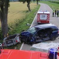 20170714_Biberach_Tannheim_Mooshausen_Pkw_Baum_Unfall_Feuerwehr_Poeppel-0015