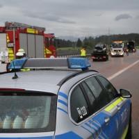 2017-08-31_A7_Allgaeu-Dreicck_O_Unfall_Wohnwagen_Feuerwehr_Poeppel-0006