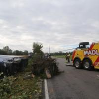 2017-10-07_B32_Staig_Lkw-Unfall_Bergung_Feuerwehr_Poeppel_0028
