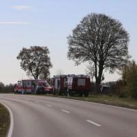 2017-10-20_B300 Winterrieden_Boos_Unfall_Pkw_Baum_Feuerwehr_Poeppel_0001