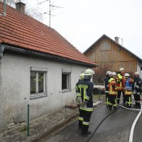 2017-11-17_Unterallgaeu_Wolfertschwenden_Zimmerbrand_Feuerwehr_Poeppel_0011