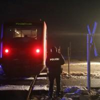 2017-12-01_Unterallgaeu_Breitenbrunn_Pkw_Regionalzug_Feuerwehr_Poeppel20171201_0009