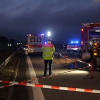 2017-12-24_A7_Groenenbach_Woringen_Unfall_schwer_Feuerwehr_Poeppel_0004