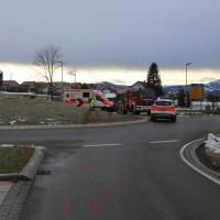 2017-12-27_Oberallgaeu_Durach_Miesenbach_Pkw-Bach_Unfall_Feuerwehr_Poeppel_0005