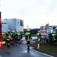 2018-01-19_Unterallgaeu_Erkheim_Guenz_Unfall_Lkw_Transporter_Feuerwehr_Poeppel_0016