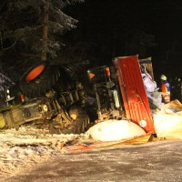 2018-03-02_Mooshausen_Haslach_Traktor-Unfall_Glaette_Feuerwehr_Bergung_0002
