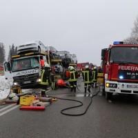 2018-03-19_B12_Kaufbeuren_Neugablonz_Lkw-Unfall_Feuerwehr_0003