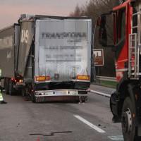 2018-04-10_A96_Aitrach_Memmingen_Lkw-Unfall_Bergung_Polizei_0004