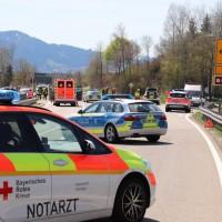 2018-04-20_B310_Oy-Wertach_Unfall_Bus-Pkw_Feuerwehr20180420_0005
