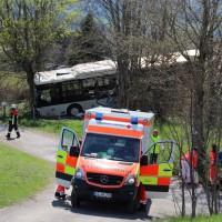 2018-04-20_B310_Oy-Wertach_Unfall_Bus-Pkw_Feuerwehr20180420_0008