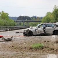 2018-05-03_A96-Wangen_Pkw_Bruecke_schwer_Polizei20180503_0009