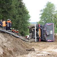 2018-05-17_Unterallgaeu_Stetten_Baustelleunfall_Lkw-gekippt_Feuerwehr_0008