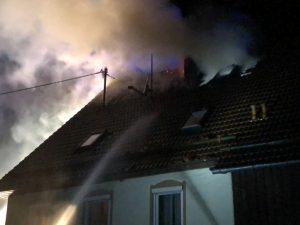 2018-05-30_Biberach_Waldenhofen_Dachstuhlbrand_Feuerwehr_0007