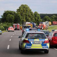 2018-06-21_B30_Oberessendorf_Unfall_Lkw_Pkw_toedlich_Feuerwehr_0001