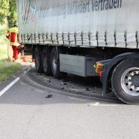 2018-06-21_B30_Oberessendorf_Unfall_Lkw_Pkw_toedlich_Feuerwehr_0004