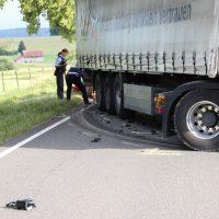 2018-06-21_B30_Oberessendorf_Unfall_Lkw_Pkw_toedlich_Feuerwehr_0007