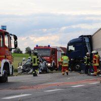 2018-06-21_B30_Oberessendorf_Unfall_Lkw_Pkw_toedlich_Feuerwehr_0044