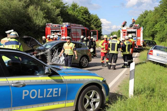 2018-06-22_B300_Heimertingen_Niederrieden_UNfall_Frontal_Feuerwehr_0035