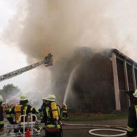 2018-07-22_Biberach_Tannheim_Brand_Heustock_Halle_Feuerwehr_Poeppel_0061