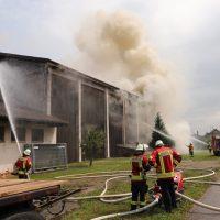 2018-07-22_Biberach_Tannheim_Brand_Heustock_Halle_Feuerwehr_Poeppel_0082