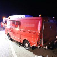 2018-08-03_A96_Memmingen_Holzguenz_Unfall_Transporter_Feuerwehr_0005