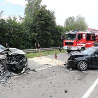 2018-08-08_B16_Pfaffenhausen_Unfall_Frontal_Feuerwehr_00004