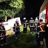 2018-09-10_A7_Memmingen_Woringen_Unfall_Lieferwagen_Baum-Feuerwehr_00005