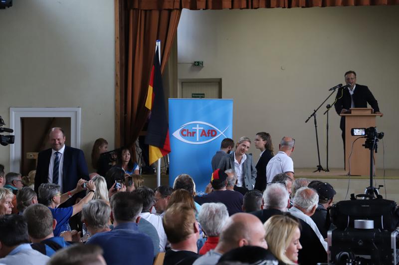 2018-09-15_Guenzburg_Breitenthal_AfD-Wahlveranstaltun_Polizei_00017