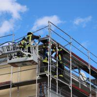 2018-09-23_Biberach_Ochsenhausen_Baugeruest_Feuerwehr_Sturm_00009