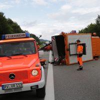2019-08-15_A96_Aichstetten_Leutkirch_Unfall_Autobahnstrassenmeisterei_Feuerwehr_Poeppel_0016