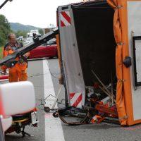 2019-08-15_A96_Aichstetten_Leutkirch_Unfall_Autobahnstrassenmeisterei_Feuerwehr_Poeppel_0018
