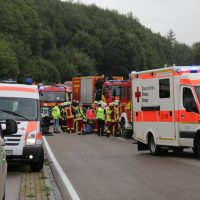 2019-08-15_B19_Kempten_Waltenhofen_Hegge_Unfall_frontal_Feuerwehr_Poeppel_0004