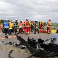 2019-08-15_B19_Kempten_Waltenhofen_Hegge_Unfall_frontal_Feuerwehr_Poeppel_0018