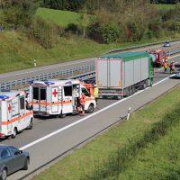 A96_Aichstetten_Aitrach_Unfall_Lkw-Pkw_Feuerwehr_Poeppel_0001