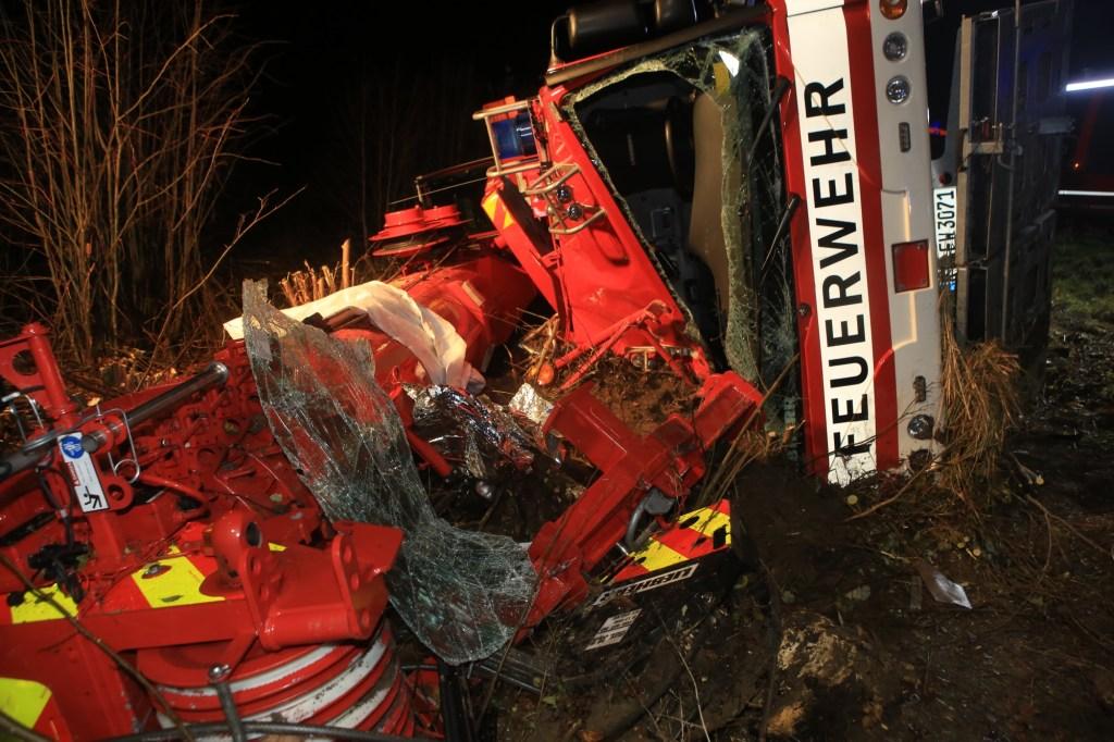 2019-11-06_B312_Reutlingen_Pfronstetten_Unfall_Feuerwehr_Kran_Zwiebler191106_Pfronstetten_raz_07