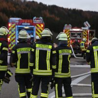 2019-11-23_A7_Groenenbach_Dietmannsried_Transporter_brand_FeuerwehrIMG_2092